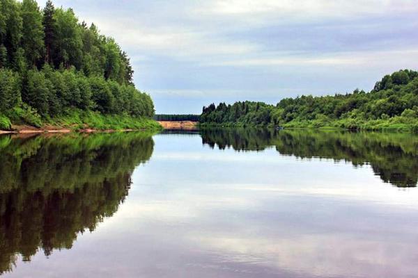 Берег самого глубокого озера в Кировской области очистили от мусора