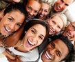 От смеха уменьшается количество гормонов стресса и укрепляется иммунитет